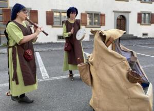 PrimaFlautina Goes Open AirTafelmusik an einer Tavolata zwischen ehrwürdigen Mauern